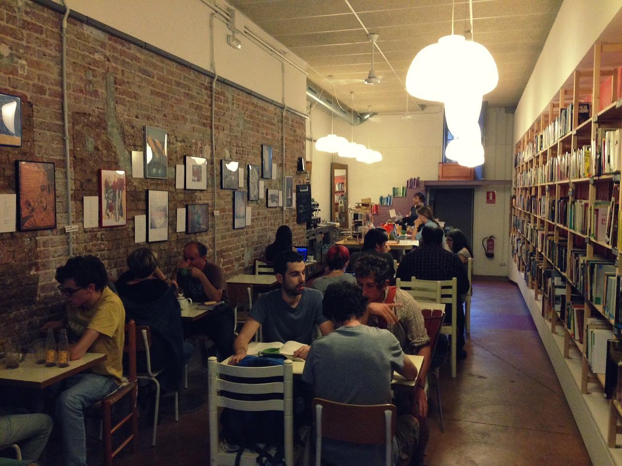 Ambiente relajado en Babelia Café