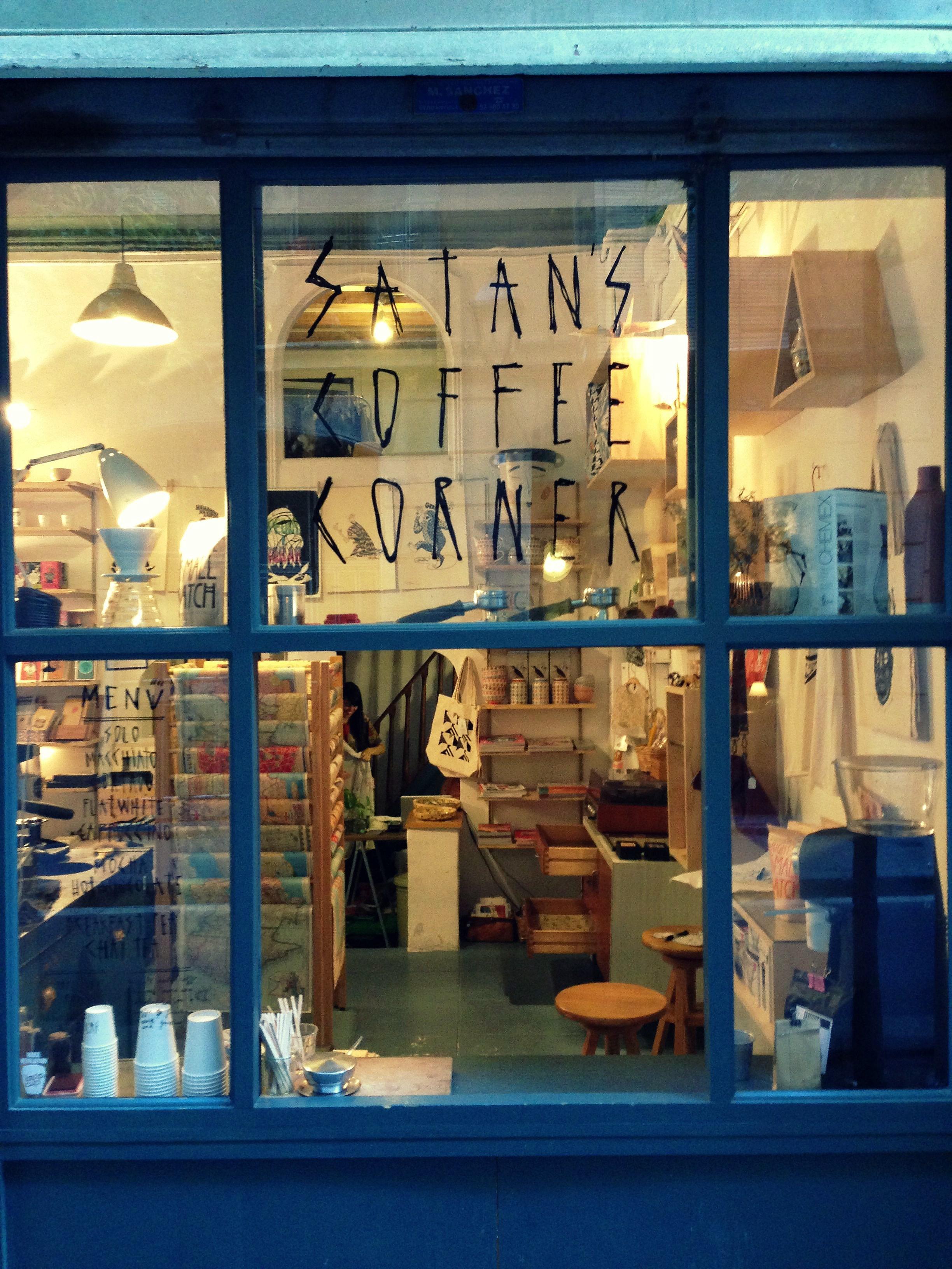 Ventanal Satan's Coffee Corner